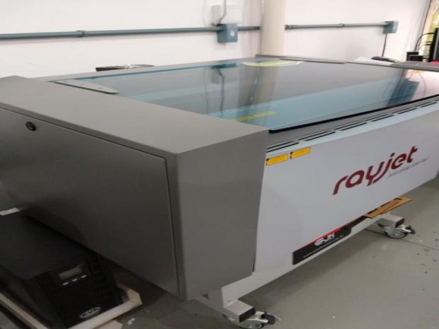CÓD. 868 - Gravadora a laser Rayjet 300, ano 2015